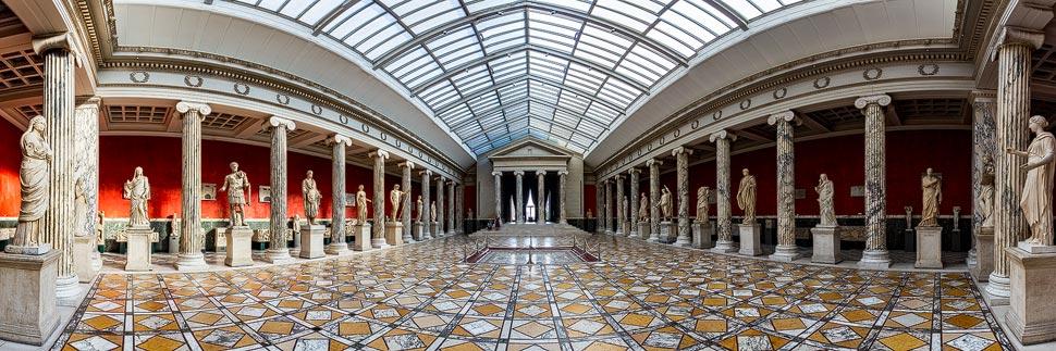 Säulenhalle in der Glyptotek in Kopenhagen