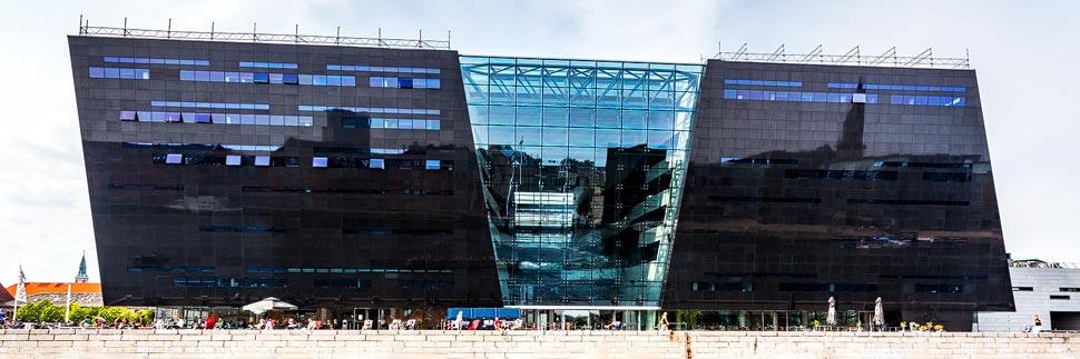 Moderne Architektur der Königlichen Bilbiothek Den Sorte Diamant (der schwarze Diamant) in Kopenhagen