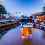 Bierpause im Christianshavn boat rental & Café in Kopenhagen