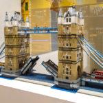 Modell der Londoner Tower Bridge im LEGO-Shop in Kopenhagen