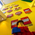 Alte LEGO-Logos im LEGO-Shop in Kopenhagen