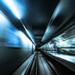 Blick aus der Kopenhagener Metro in einen Tunnel