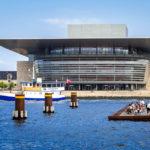 Entspannen am Amaliekaj in Kopenhagen mit Blick auf die Königliche Oper