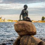 Die Kleine Meerjungfrau (Den lille Havfrue), das Wahrzeichen von Kopenhagen
