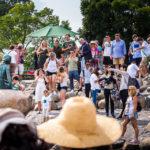 Touristen an der Statue der Kleinen Meerjungfrau (Den lille Havfrue)