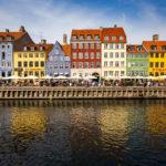 Spiegelung der bunten Häuserzeile am Nyhavn