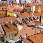 Blick auf die Hausdächer von Kopenhagen, gesehen von der Aussichtsplattform im Rundetaarn