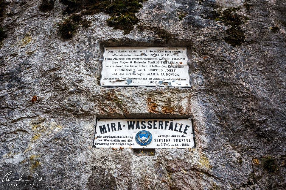 Gedenktafel an den Myrafälle-Besuch von Kaiser Franz II. und Kaiserin Maria Theresia im Jahr 1801