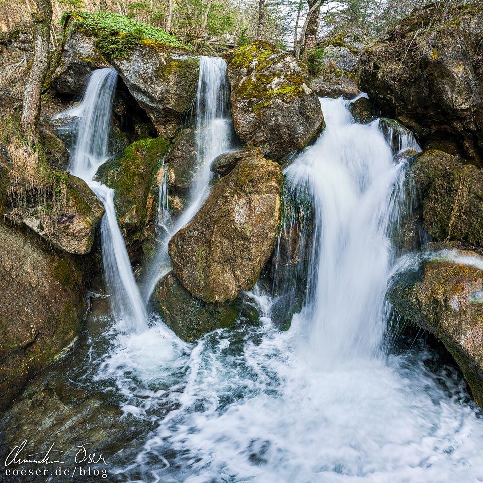 Wasserfall entlang der Myrafälle in Muggendorf