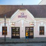 Außenansicht des Pub Krušovice in Trnava