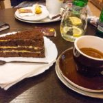 Kaffee und Kuchen im Schoeller's Coffee House Trnava