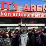 Gedränge vor der City Arena (Štadión Antona Malatinského)