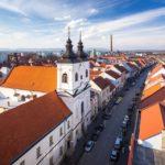 Ausblick vom Stadtturm von Trnava in Richtung Kirche der Allerheiligsten Trinität