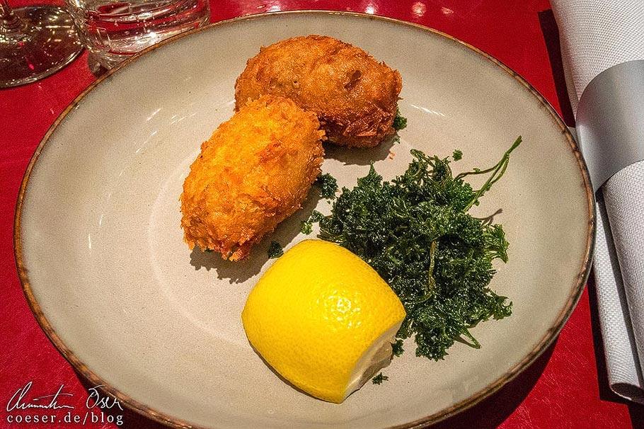 Fischkroketten in einem Restaurant in Brüssel
