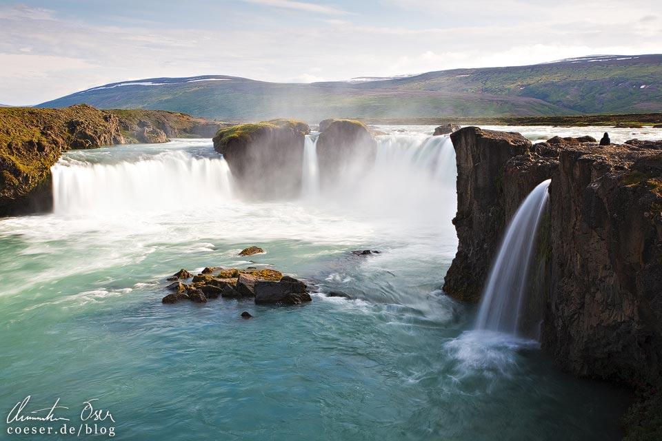 Der Wasserfall Goðafoss in Island