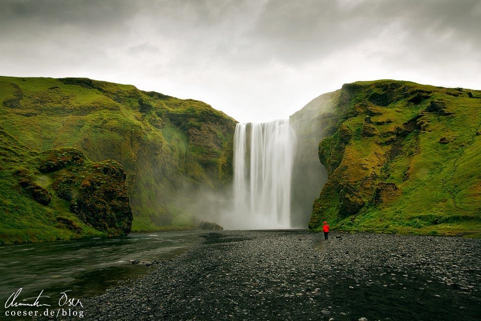 Der Wasserfall Skógafoss in Island