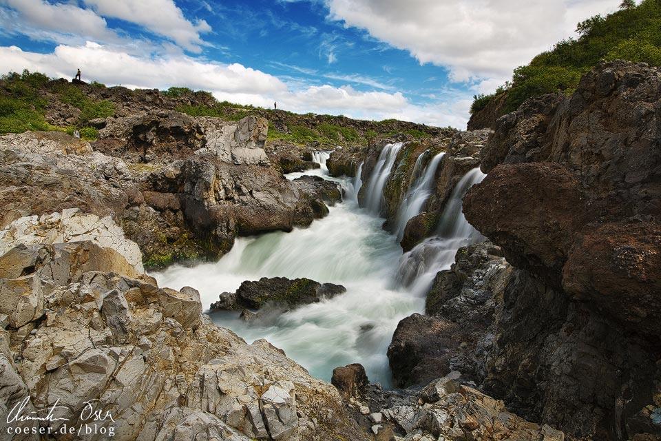 Der Wasserfall Barnafoss in Island