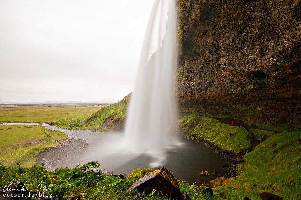 Der Wasserfall Seljalandsfoss in Island