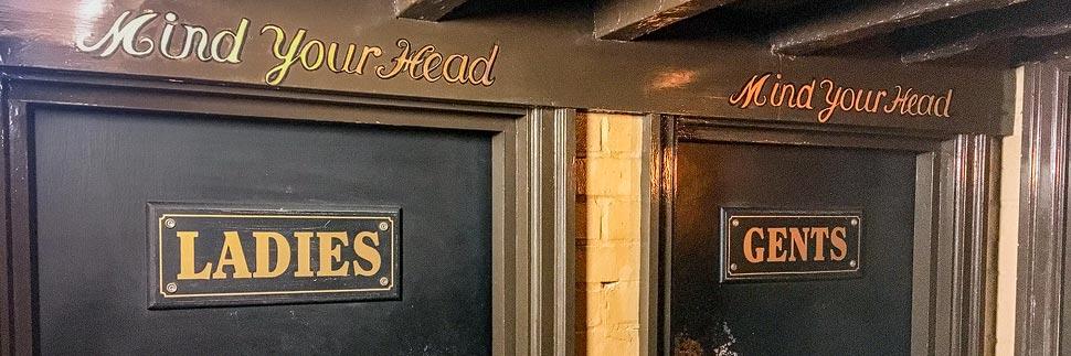 Toiletten in einem Pub in London