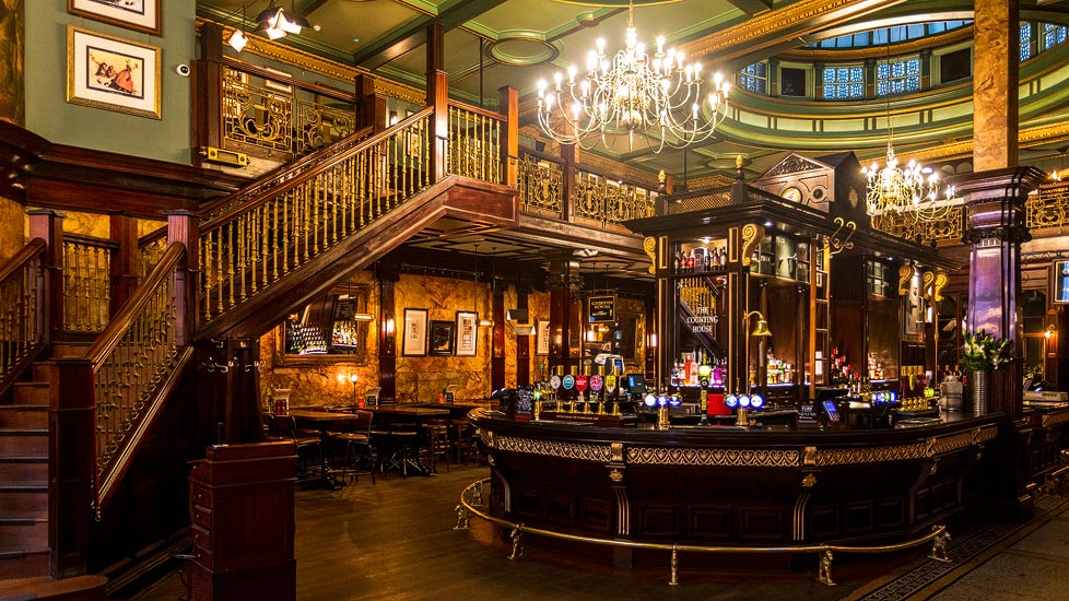 Pub The Counting House in London