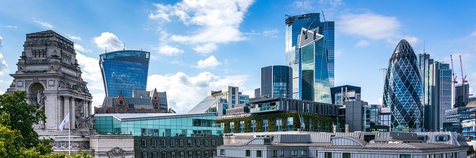 Moderne Wolkenkratzer in der Skyline von London