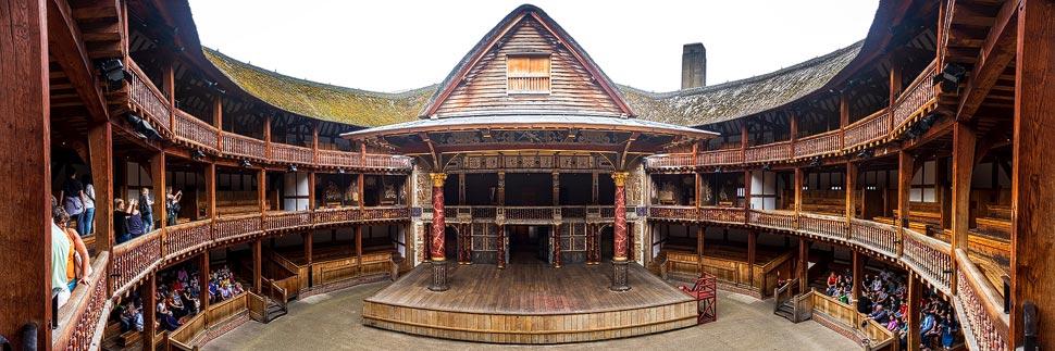 Panorama der Bühne des Shakespeare's Globe Theatre in London