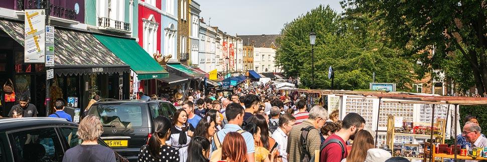 Der Portobello Road Market in Notting Hill in London