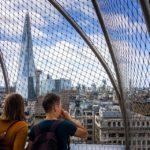 Eingezäunte Aussichtsplattform auf dem Monument in London