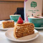 Honey Cake und Lemon Cake im Brown & Rosie Cafe in Notting Hill