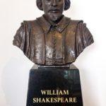 Statue von William Shakespeare in Shakespeare's Globe Theatre