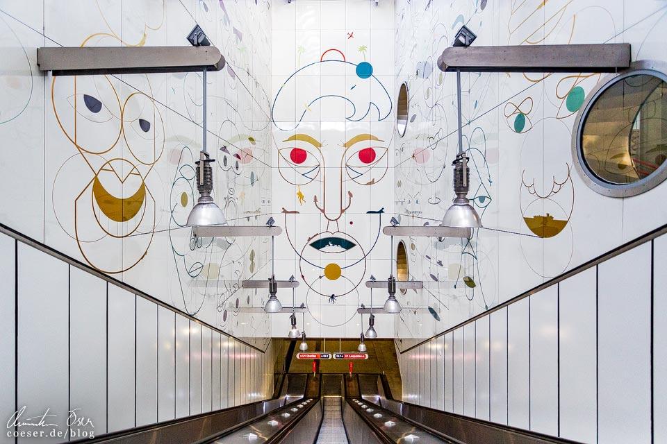 """U1-Station Altes Landgut der Wiener U-Bahn · Architekt: Architektengruppe U-Bahn (AGU) · Kunstinstallation """"Gesichtsüberwachungsschnecken"""": Yves Netzhammer"""