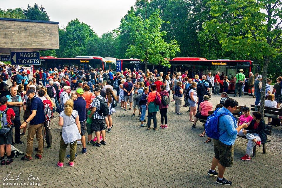 Menschenmassen am Busparkplatz zum Kehlsteinhaus