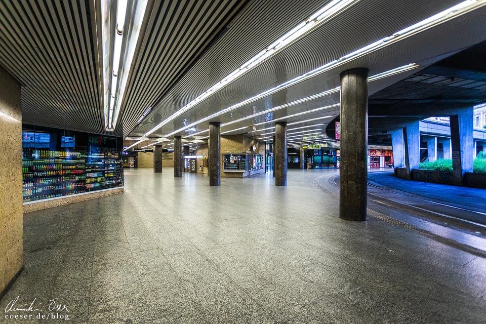 Das leere Wien in der Coronaviruskrise: U-Bahn-Station Schottentor
