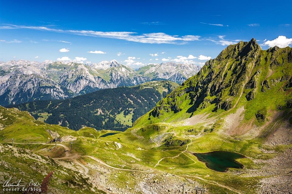 Bergpanorama und Herzsee auf der 3-Seen-Wanderung auf dem Hochjoch
