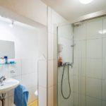 Bad im Doppelzimmer in der Pension Faneskla in Silbertal im Montafon
