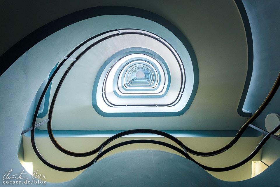 Treppenhaus im Verwaltungsgebäude Den Bell in Antwerpen, Belgien