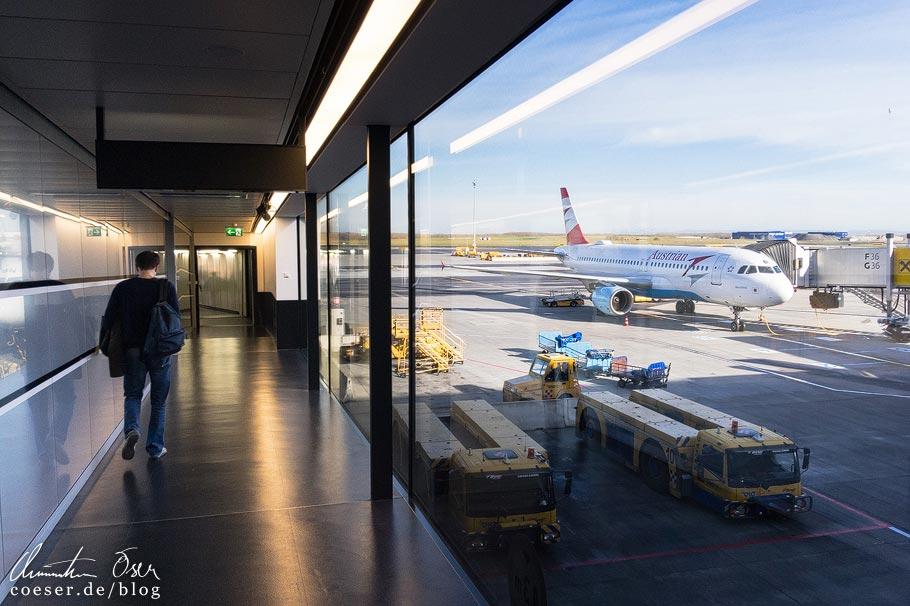 Flugzeug der Austrian Airlines auf dem Flughafen Wien-Schwechat