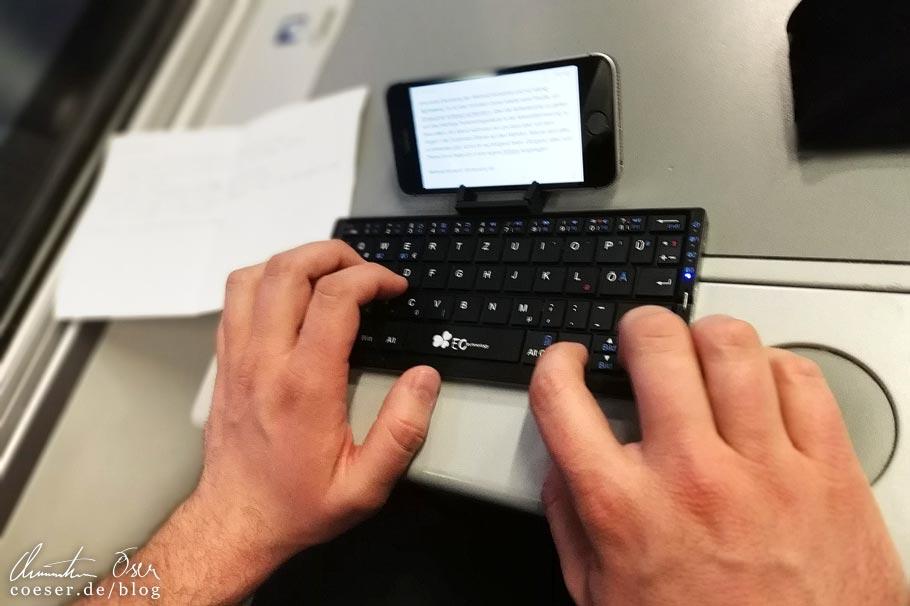 Reisebericht schreiben mit iPhone und Bluetooth-Tastatur