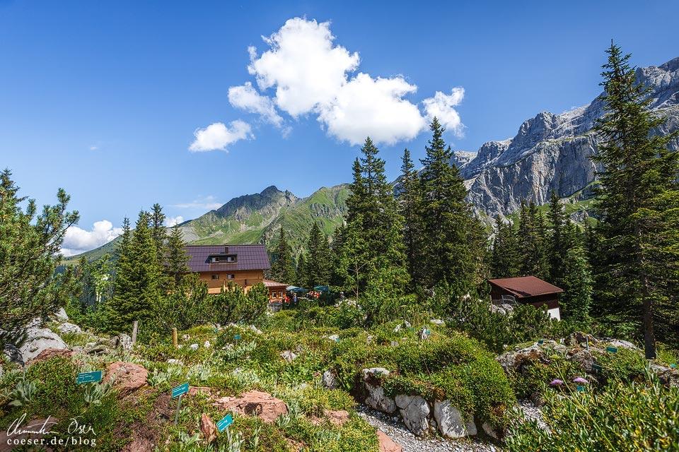 Lindauer Hütte auf dem Latschätzer Höhenweg im Montafon