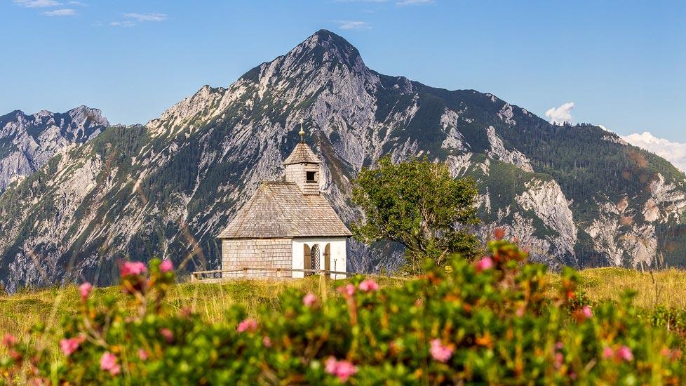 Almrausch, Postalmkapelle und Rinnkogel auf der Postalm