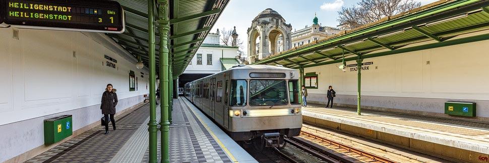 Linie U4 in der Otto-Wagner-Station Stadtpark in Wien