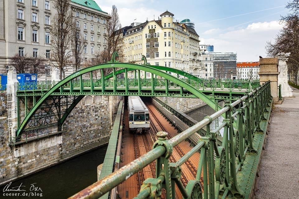 Wienflussüberquerung Zollamtssteg von Otto Wagner in Wien