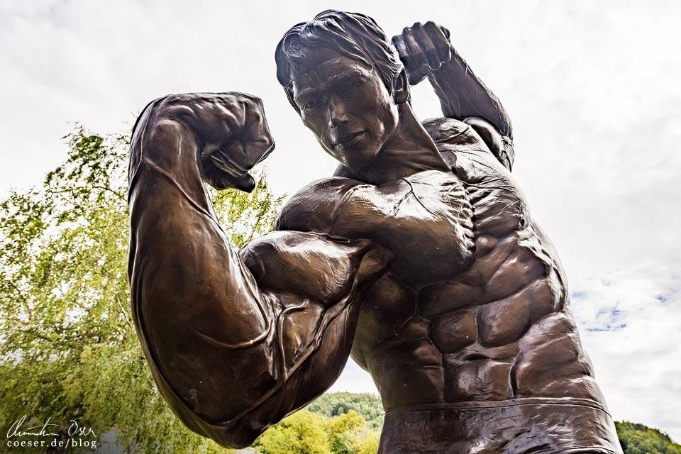Skulptur vor dem Arnold Schwarzenegger Museum (Arnie's Life) in Thal bei Graz