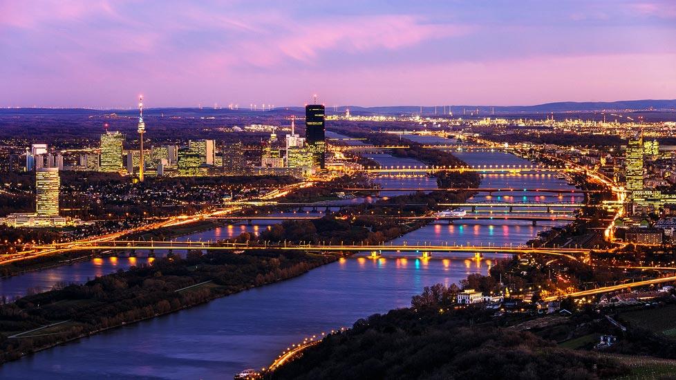 Sonnenuntergang über Wien vom Leopoldsberg aus gesehen
