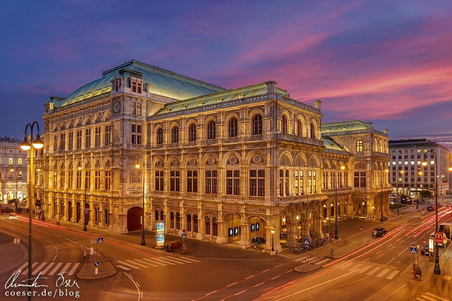Fotospots Wien: Die Staatsoper nach Sonnenuntergang zur blauen Stunde