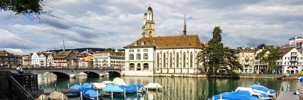Großmünster und Wasserkirche in Zürich