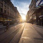 Sonnenuntergang über der Einkaufsstraße Rue de Rive in Genf
