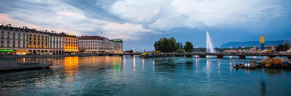 Beleuchtetes Ufer von Genf und Genfersee