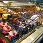 Torten, Pralinen und Schokolade bei Martel Cornavin in Genf