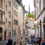 Blick vom Demi Lune Café auf den Place du Bourg-de-Four in Genf